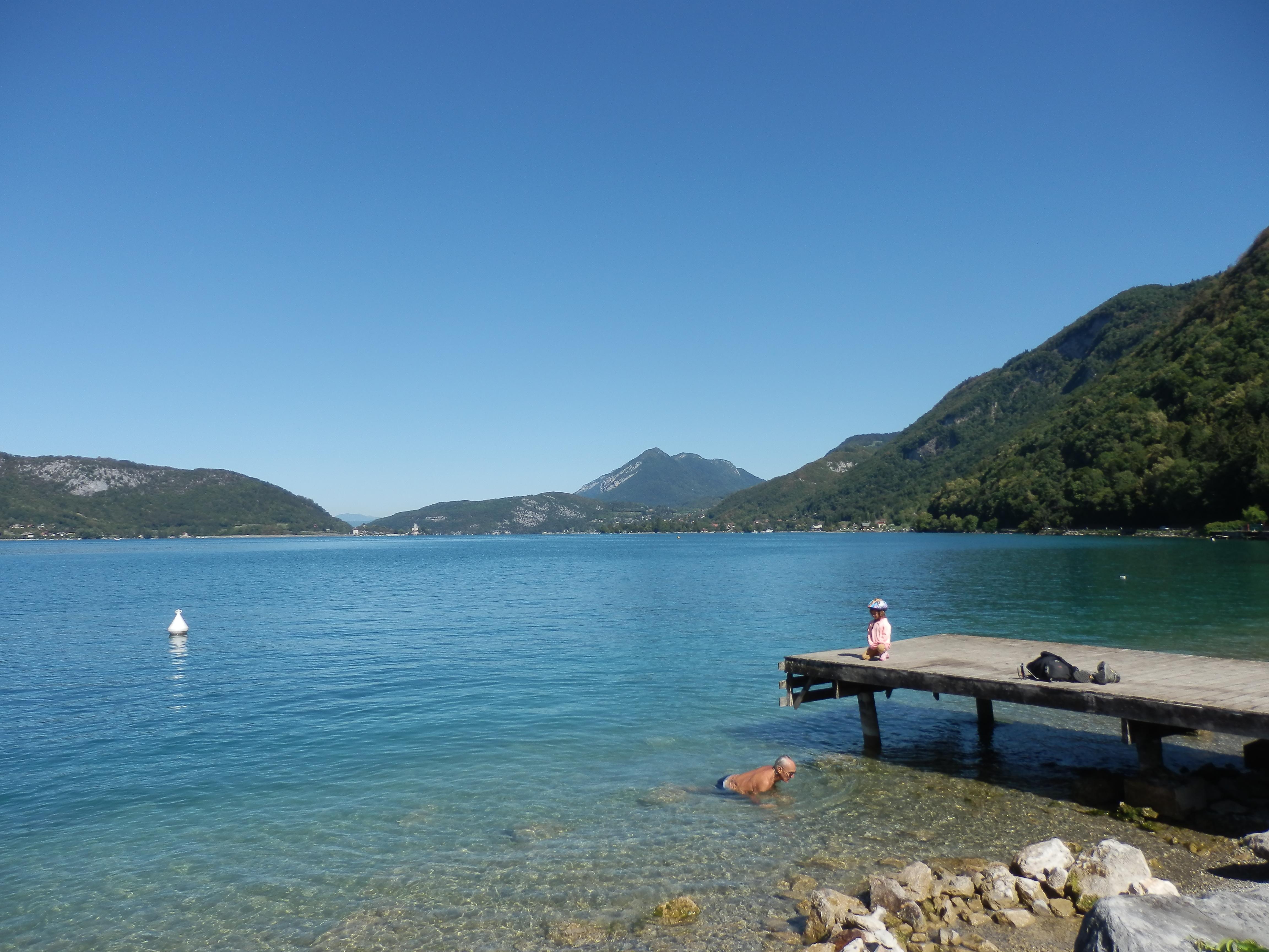 Tắm bên hồ Annecy